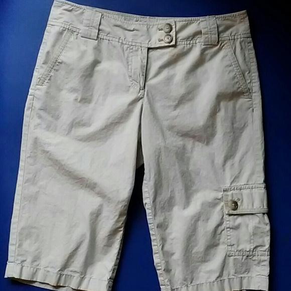 Ann Taylor Pants - Ann Taylor size 2 khaki cargo knee length shorts